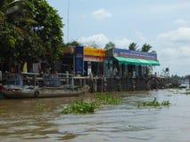 Station de Petro sur le delta Vietnam du Mekong Photo libre de droits