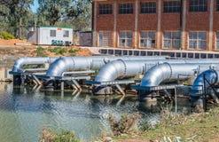 Station de pompage à la rivière Photographie stock
