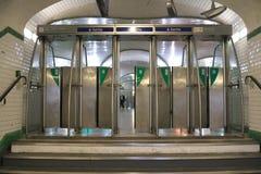 Station de Saint Lazare de métro à Paris, France images libres de droits