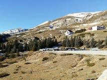 Station de sports d'hiver à la maison de montagne Photographie stock