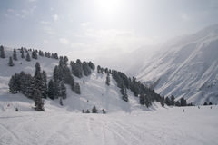 Station de sports d'hiver alpine Images libres de droits