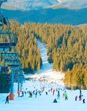 Station de sports d'hiver au coucher du soleil Image libre de droits