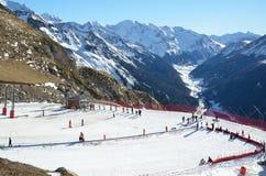 Station de sports d'hiver d'Artouste au-dessus de la vallée d'Ossau Images stock