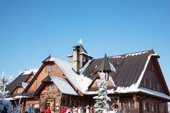 Station de sports d'hiver dans le Tatra tchèque Images stock