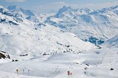 Station de sports d'hiver dans les alpes autrichiennes Photographie stock libre de droits