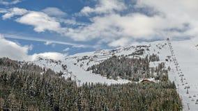 Station de sports d'hiver dans les alpes autrichiennes clips vidéos
