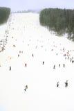 Station de sports d'hiver dans les chutes de neige Photographie stock libre de droits