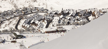 Station de sports d'hiver de Baqueira/béret photos stock