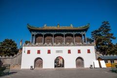 Station de sports d'hiver de Chengde dans Putuo, province de Hebei par le temple de la porte Images libres de droits