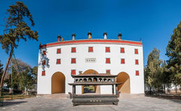 Station de sports d'hiver de Chengde dans Putuo, province de Hebei par le temple de la porte de tour Photo stock