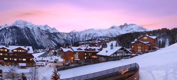 Station de sports d'hiver, de Courchevel en France, photo stock