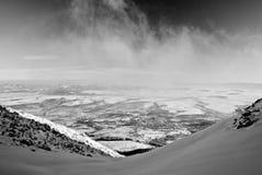 Station de sports d'hiver de montagne de l'hiver Photo stock