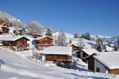 Station de sports d'hiver suisse célèbre Braunwald Photos stock
