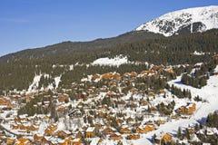 Station de sports d'hiver sur la montagne Image stock