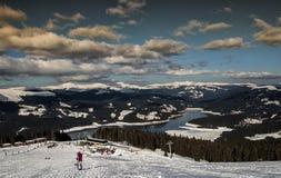 Station de sports d'hiver sur le lac Vidraru Photo libre de droits