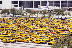Station de taxis à l'aéroport international de Miami Photos libres de droits