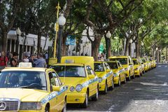 Station de taxis jaune - Funchal Madère images stock