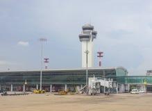 Station de trafic aérien à l'aéroport de Tan Son Nhat dans Saigon, Vietnam Image stock