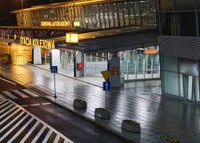Station de train à l'aéroport international Chopin à Varsovie Photos stock