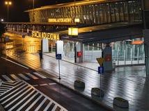 Station de train à l'aéroport international Chopin à Varsovie Images stock