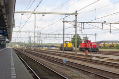 Station de train abandonnée avec les locomotives industrielles Images stock