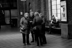 STATION DE TRAIN CENTRALE DE LA VIE NOIRE ET BLANCHE DE TRAVAIL Photographie stock
