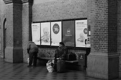 STATION DE TRAIN CENTRALE DE LA VIE NOIRE ET BLANCHE DE TRAVAIL Photos stock