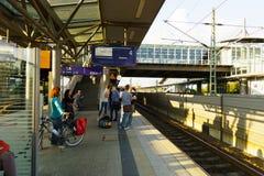 Station de train d'aéroport de Dusseldorf Photographie stock libre de droits
