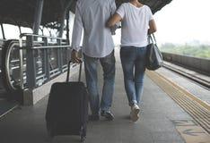 Station de train de déplacement de couples supérieurs Photos libres de droits