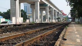 Station de train de Laksi pendant le matin banque de vidéos