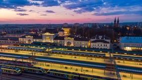 Station de train et paysage urbain de Tarnow, Pologne image libre de droits