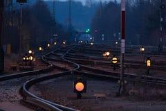 Station de train la nuit Images stock