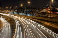 Station de train par nuit Photographie stock libre de droits