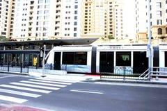 Station de tram chez Dubaï Photos stock