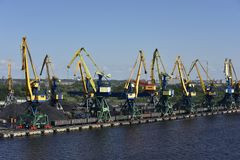 Station de transfert de charbon près de Riga, Letvia, pays Baltes, l'Europe image stock