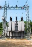 Station de transformateur et le poteau à haute tension Image libre de droits