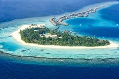 Station de vacances Ari Atoll de Halaveli de mer de paradis de vacances d'île des Maldives Images stock