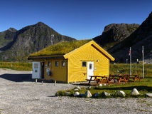 Station de vacances, cottage en bois typique, Lofoten Photo libre de droits
