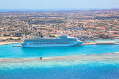 Station de vacances d'Aruba sur la mer des Caraïbes Photographie stock