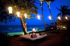 Station de vacances d'hôtel sur la plage en Thaïlande Photo stock