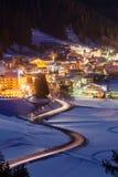Station de vacances de Canazei la nuit Image stock