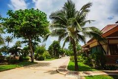 Station de vacances de Klong Prao Cottages sur la baie dans un jardin tropical Photographie stock