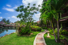 Station de vacances de Klong Prao Cottages sur la baie dans un jardin tropical Photos stock