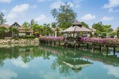 Station de vacances de Klong Prao Cottages sur la baie dans un jardin tropical Image stock