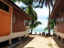 Station de vacances en ?t? tout pr?s la plage et gloden le sable photo stock