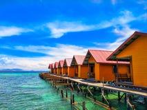 Station de vacances une de cottage de village d'île de Mabul photo stock
