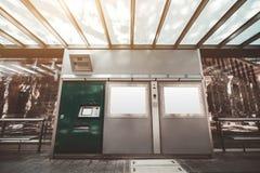 Station der öffentlichen Transportmittel, Modelle lizenzfreie stockfotografie