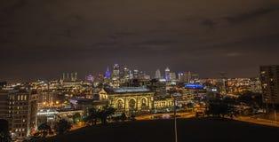 Station des syndicats, Kansas City, bâtiments, nuit Photographie stock libre de droits