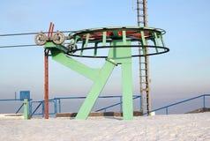 Station eines Antriebs einer hängenden Passagierdrahtseilbahn Lizenzfreie Stockbilder