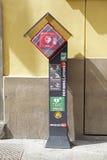 Station eines automatisierten externen Defibrillator AED in der italienischen Stadt Lecco Lizenzfreies Stockbild